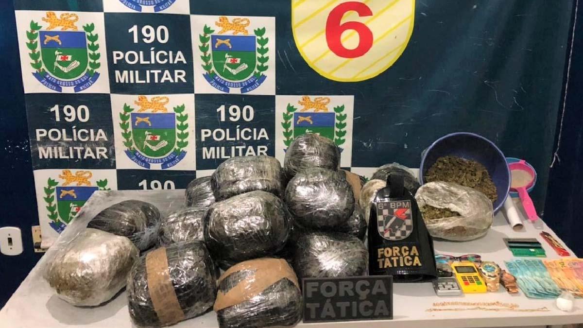 Read more about the article Denúncia leva PM a apreender mais de 20 quilos de entorpecentes em Corumbá