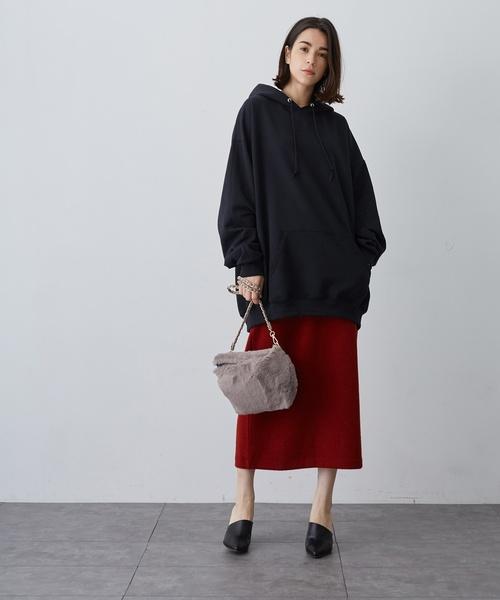 黒パーカー×タイトスカート5