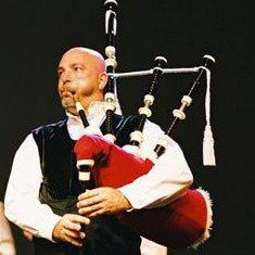 Stéphane KERMABON, Correspondant bagadoù et spécialiste de la cornemuse
