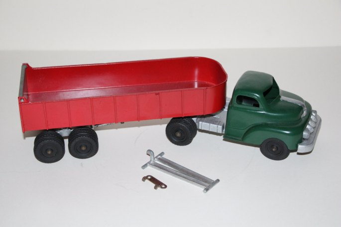 1954 Hubley Kiddie Diecast Tractor Trailer No 508 1951 Ford Visible V8