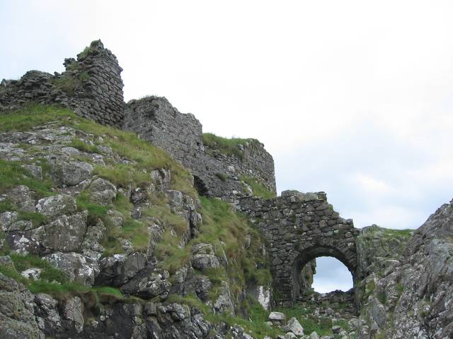 The ruins of Dun Sgathaich Castle - and former warrior school? By John Allan (http://www.geograph.org.uk/photo/218475)