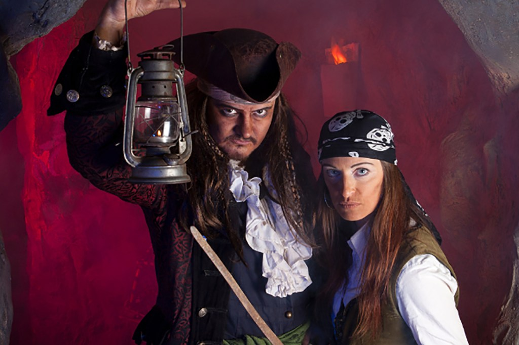 Infamous privateers Captain Calico Jack and Anne Bonney were part of the Flying Gang © Pirate's Quest https://www.piratesquest.co.uk/