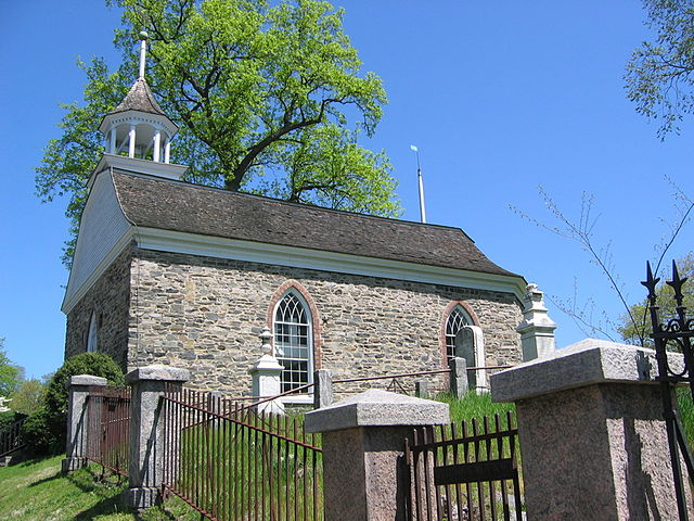 Old Dutch Church Sleepy Hollow © Jim Logan 2006, CC BY-SA 2.5 https://commons.wikimedia.org/w/index.php?curid=23298208