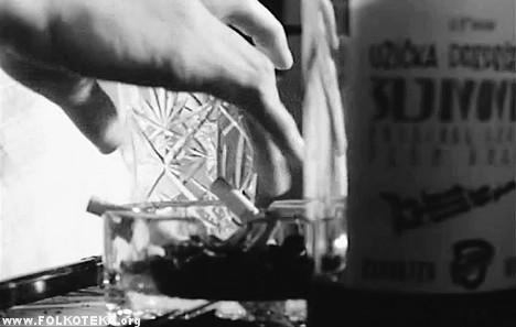 Kadar iz Bergmanovog filma sa užičkom šljivovicom