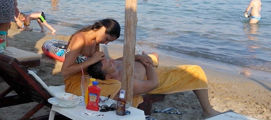sako sa crnkom na moru