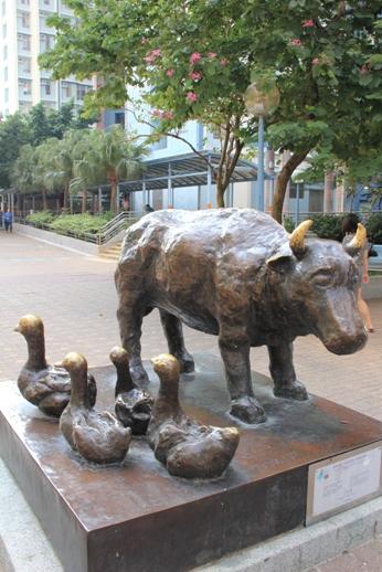 經過逸東村的金牛銅像