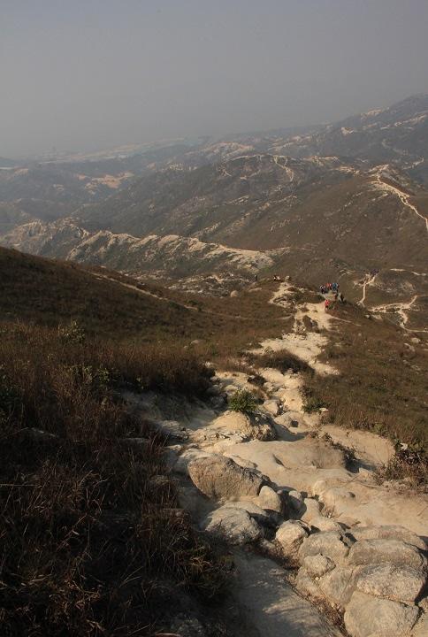 走過陡坡劣地