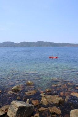 從海下划來的獨木舟