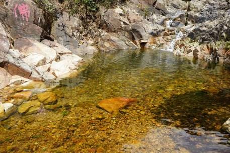 石澗前的小水潭