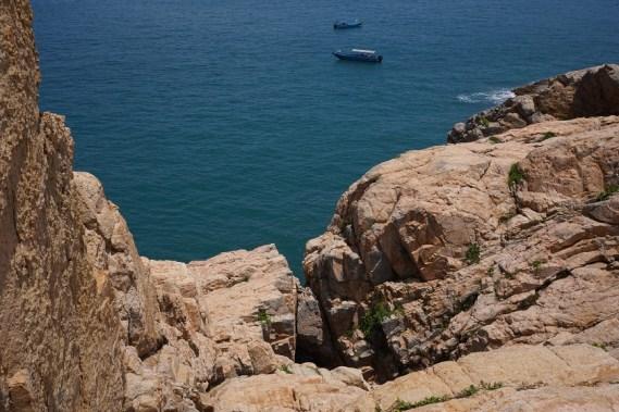 島上怪石處處