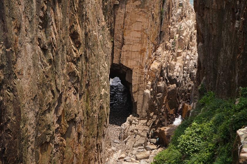 崖下的門樓洞