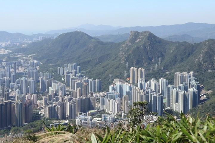 獅子山下 (The city below Lion Rock)