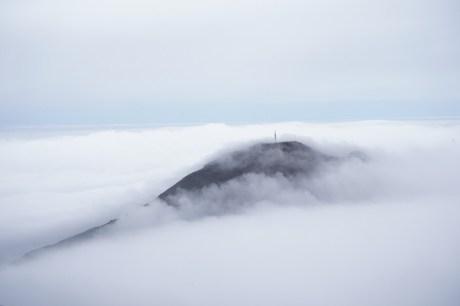 毗鄰的彌勒山