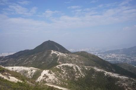 遠處渾圓的山頭便是圓頭山