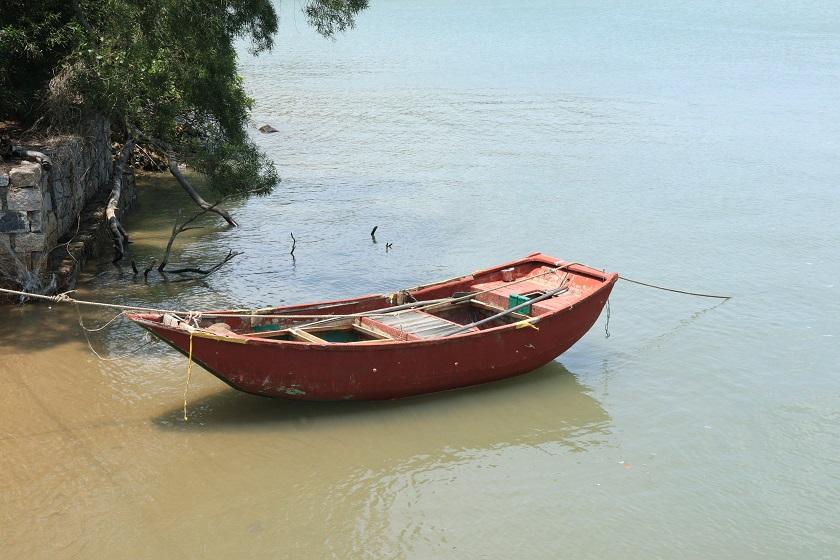 岸邊的小船