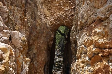 從外邊看秘洞