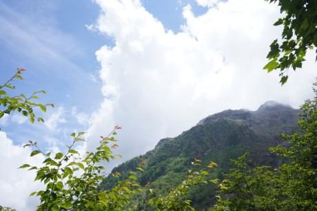 登山途中窺探燒岳