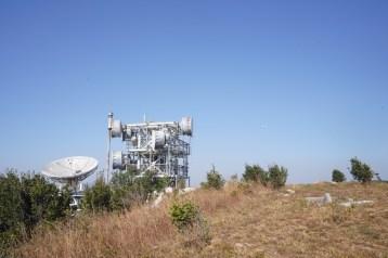 山上的微波發射站