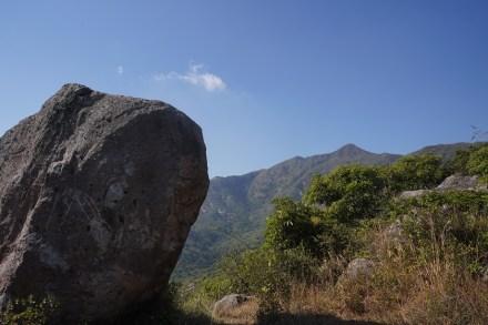 巨石與蚺蛇