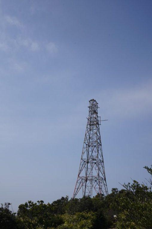 山頂的電塔