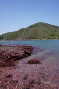 紅石門及對岸的往灣西頂