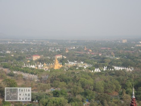 Die Kuthadow Pagode vom Mandalay Hill aus betrachtet
