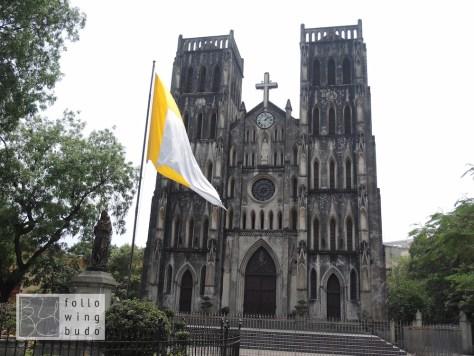 Die 1883 erbaute Kathedrale erinnert stark an Notre Dame de Paris