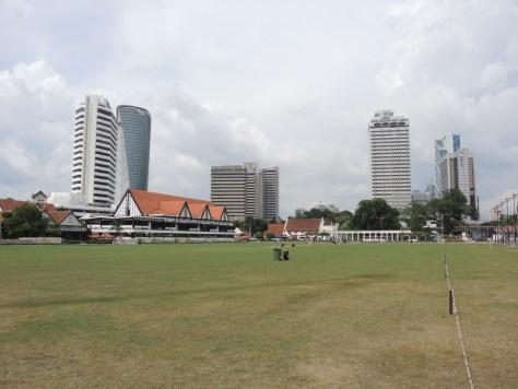 Gegenüber der Merdeka Square auf dem 1957 die Unabhängigkeit ausgerufen wurde.