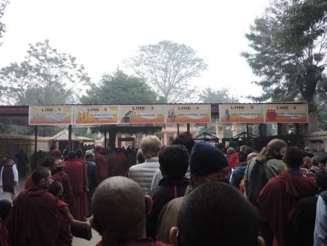 Gut organisiert: Mönche zuerst