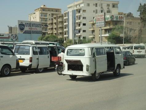 Die meisten Menschen in Kairo fahren mit Sammeltaxis