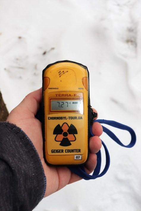 Innerhalb der 10 Kilometer Sperrzone messen wir öfter erhöhte Strahlenwerte.