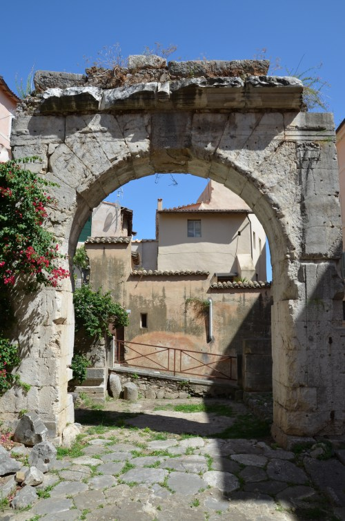 Remaining side of the quadrifrons (four-sided) arch under which lay a well-preserved stretch of the ancient Via Appia, Tarracina (Anxur), Terracina, Italy © Carole Raddato