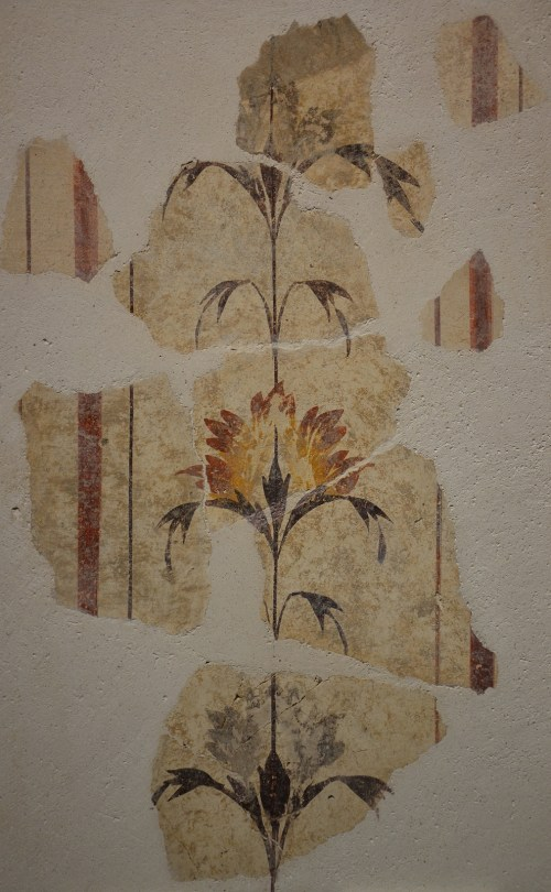 Fresco fragment with vegetal motifs on write background, from the Gallo-Roman Villa Grassi in Aquae Sextiae (Aix-en-Provence), 2nd century AD Empire of colour. From Pompeii to Southern Gaul, Musée Saint-Raymond Toulouse On loan from Mairie d'Aix-en-Provence, Archéologie Carole Raddato CC BY-SA