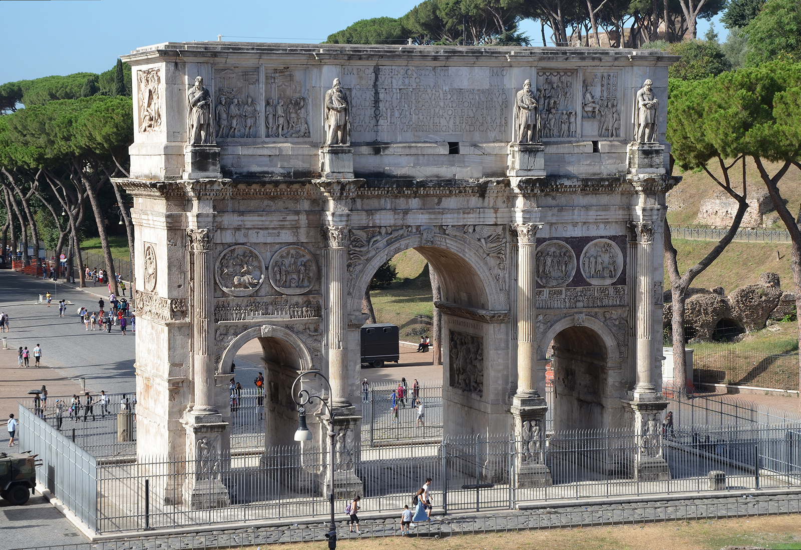 The Hadrianic Tondi on the Arch of Constantine FOLLOWING HADRIAN