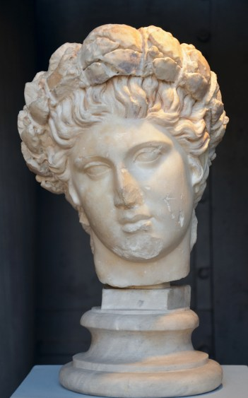 Head of Apollo crowned with a laurel wreath, Roman copy after a Hellenistic work.