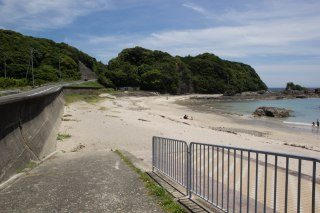 Apparently supposed to walk around this point along the beach, Ohechi route.