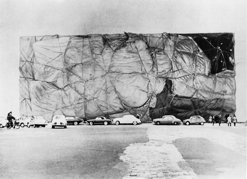 CHRISTO AND JEANNE-CLAUDE Project for a wrapped public building, Paris 1961