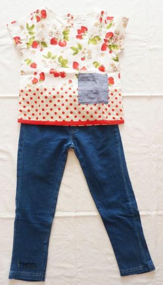 jeggings di jeans e top strawberry