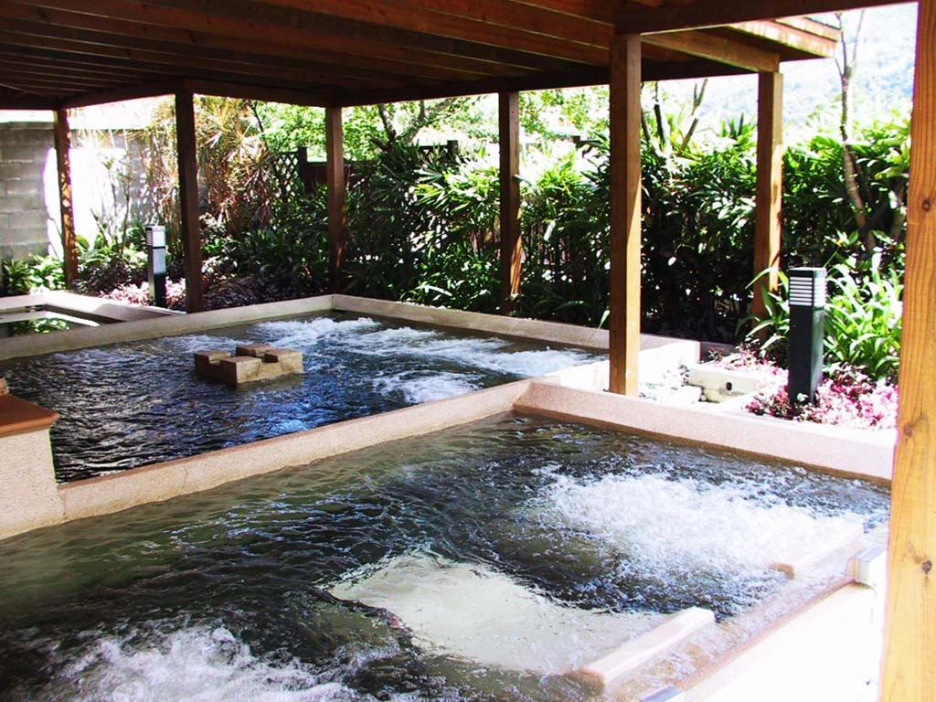 烏來必遊景點,烏來免費泡腳池,烏來溫泉住宿推薦