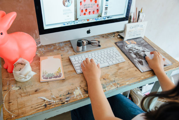 follow-the-colours-Bloggers-at-Their-Desks-02