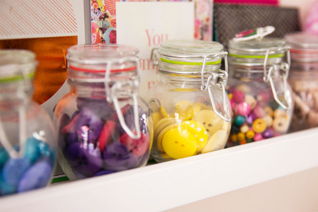 follow-the-colours-Bloggers-at-Their-Desks-04