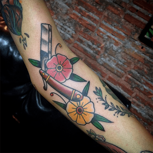 follow-the-colours-tattoo-friday-old-school-theo-raych
