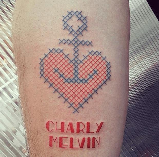 tatuagem ponto cruz Mariette coração âncora