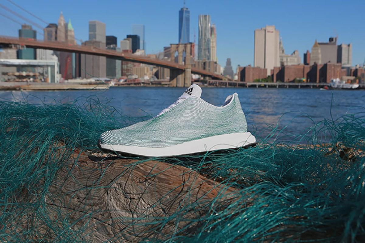 1a62644b6cb14 Adidas lança tênis feito 100% com plásticos retirados do oceano