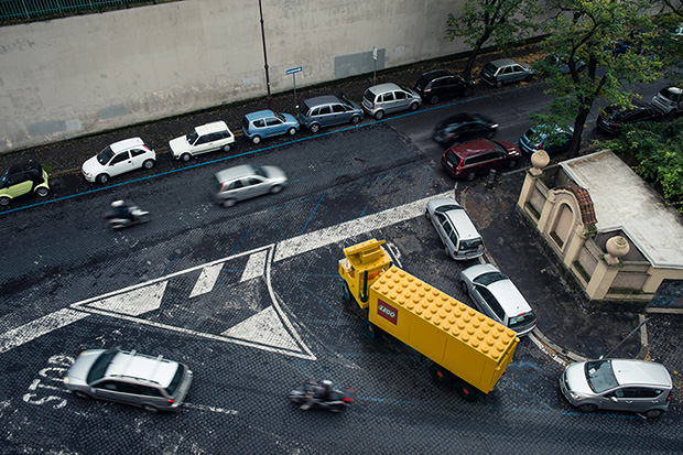 follow-the-colours-domenico-franco-carros-lego-roma-05
