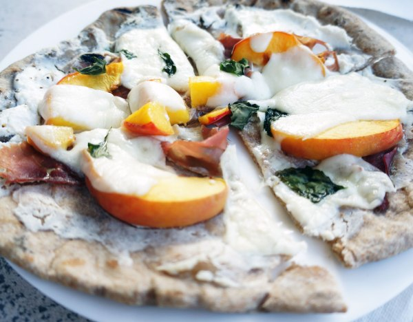 Grilled-Peach-Pizza8