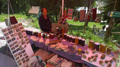 Selling-home-made-goodies-on-the-wonderful-bridges
