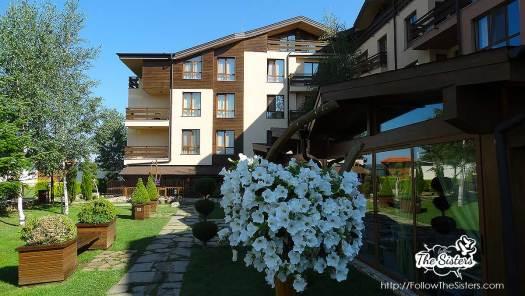The-garden-of-GreenWood-hotel-Bansko