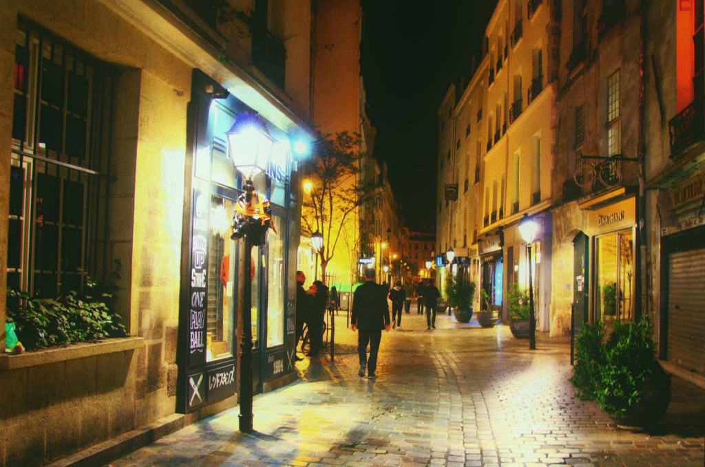 Romantic things to do in Paris - streets of Paris