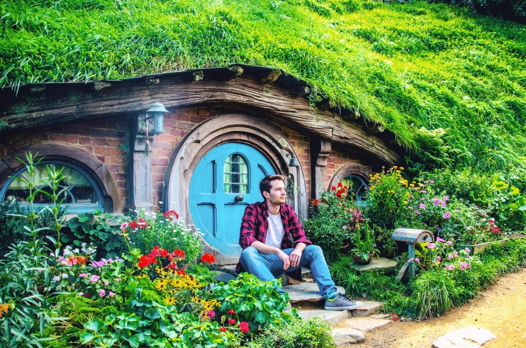 visiting hobbiton - hobbit village in New Zealand -in front of hobbit hole